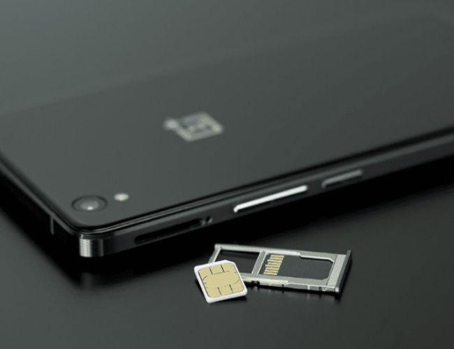 Une carte SIM virtuelle, la définition de la carte eSIM, bientôt présente chez RED by SFR